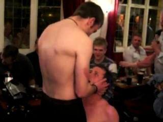 Str8 futbolistas tira en un pub