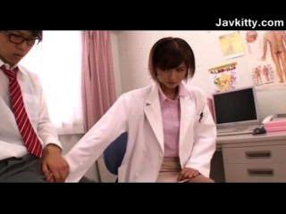 Una joven japonesa mujer médico