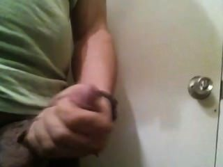 Puñeteo en baño del trabajo
