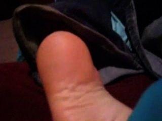 Calcetines cosquilleados caseros y pies descalzos