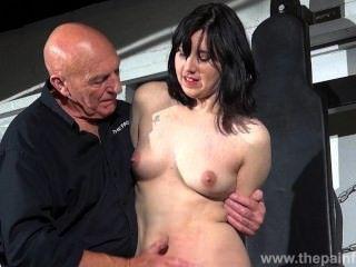 Amordazado esclavo honestidad cabelleros dominación erótica y tetina tortura