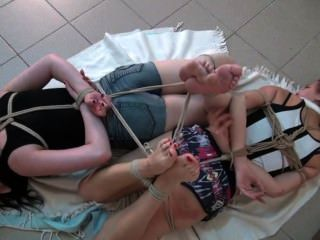 2 hogtied descalzo