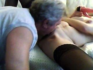 Paso papá casa temprano y lame mi coño y anal
