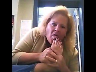 Sugerir como traducción de \Pies|dedos de los pies|suelas|pies del milf|pies maduros|milf|Rrr|fetiche|maduro|milf|Rrr|