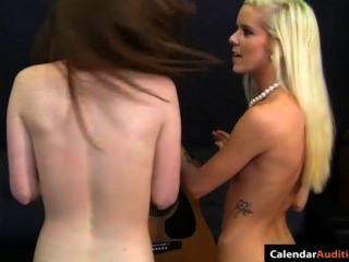 Rubia caliente seduce adolescente lindo en la audición