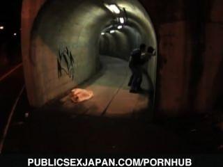 Yuka kurihara es perrito jodido en el túnel