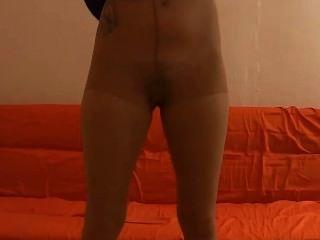 Caliente y rizado pantyhose striptease seduction