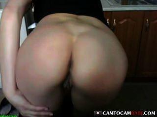 Big butt girl fucks webcam juguete