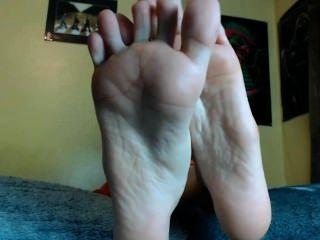 Adorar mis pies y masturbarse