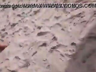 Mujer melón en la playa de abricó sem tarja +18