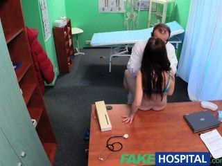 Fakehospital sexy paciente tiene una gran sorpresa para el médico sucio