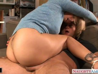 Blondie julia ann se clava y facialized