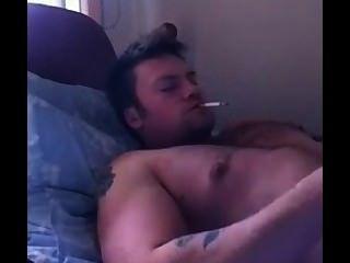 Hot guy de youtube viene mientras se fuma