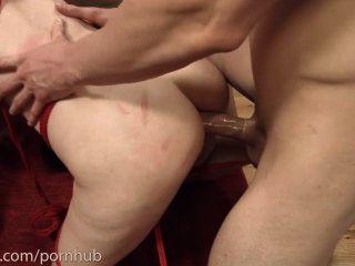 Degradado anal piggie hace culo a la boca con 2 chicos y come sus culos