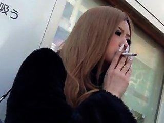 Fumar fetiche asiático.