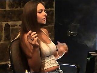 fumar masaje pequeña mama