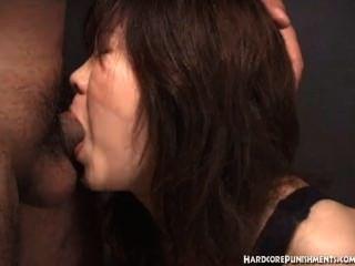 Mujeres japonesas da mamada mientras está atado en la cuerda