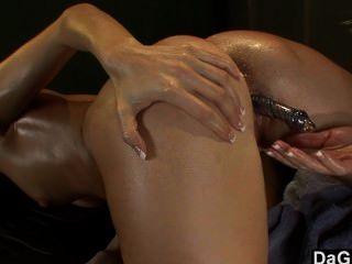 Una sesión de masaje lesbiana caliente