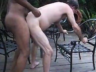 Gbm fucks maduro hombre blanco crudo en el patio (gbmfksdhv01smll)