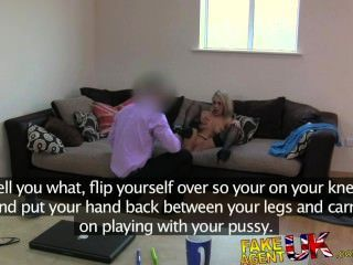 Fakeagentuk sexy uk aficionados rubia rubia llantas y folla en el sofá