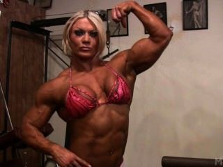 Lisa cross se ensucia en el gimnasio