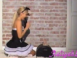 Aaliyah ama a la criada francesa