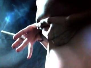 Tetas de humo lechoso