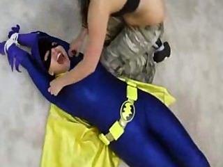Bat tracy cosquillas atrapado!