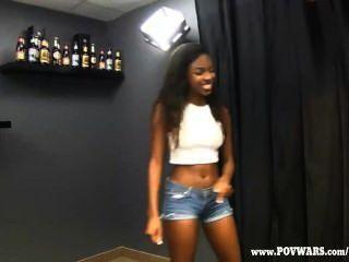 Pov wars black girls consigue follada por 5 chicos blancos
