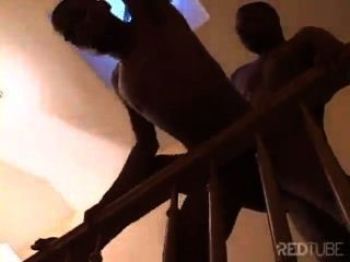 Sexo en las escaleras