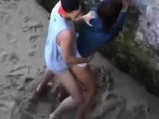 Espiando en una playa nudista