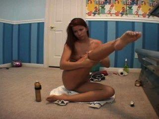 Sarah blake lotioning antes de broncearse desnuda