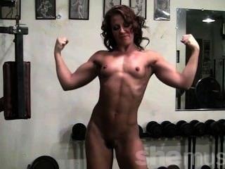 Pornstar inari vachs muestra su cuerpo en forma