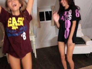 Modelos adolescentes sexy haciendo y bailando