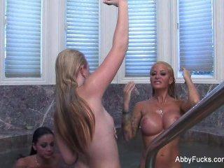 Abigail mac detrás de las escenas lesbianas trío