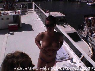Hermanas gemelas de vídeo en casa, mientras que la fiesta de vídeo privado filtrado desnudo