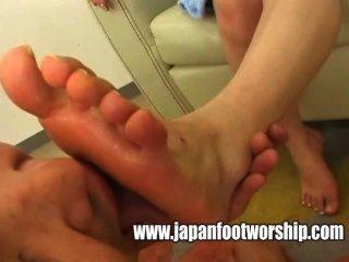 Chupar ama de casa pies descalzos