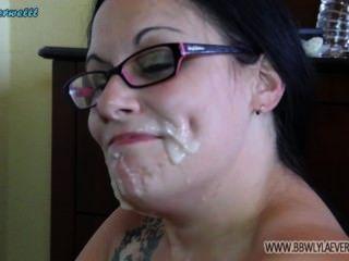 Blanco bbw muestra cum en su cara de muchos coños compilación facial