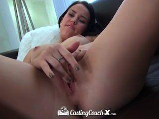 Sexy morena elástica obtiene una mierda muy buena en el casting