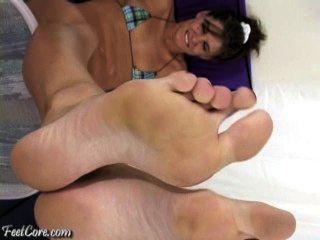 Grandes pies en la cara
