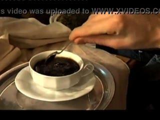 Semen en el café