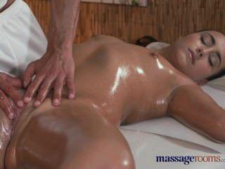 Salas de masaje caliente apretado adolescente con los senos pert obtiene hardcore tratamiento