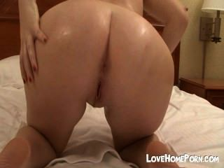 Chica perforada tiene sexo vaquera