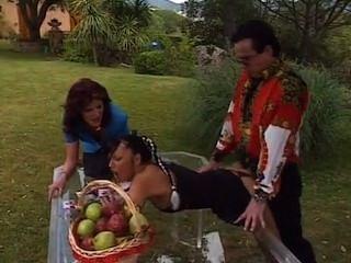 Carmen nagy culo follado en la mesa