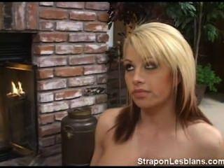Brooke obtener strapon lesbianas castigo anal de sandra