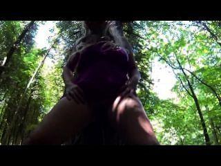Sookie blues pees en los bosques nudismo público deportes acuáticos