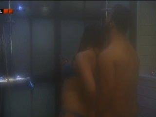 Valog vilag hungría dennis y fanni sexo en la ducha