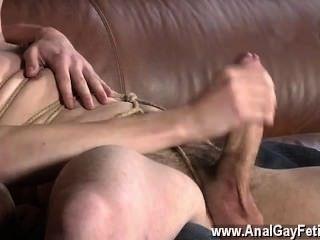 Gay clip de retroceder en el sofá, zacary es incapaz de rechazar como matt