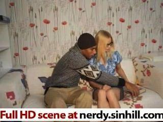 Rubia rusa rubia asfixia en una enorme polla negra nerdy.sinhill.com