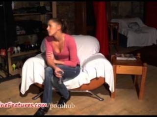Polla checa de 19 años muestra su cuerpo desnudo en el casting